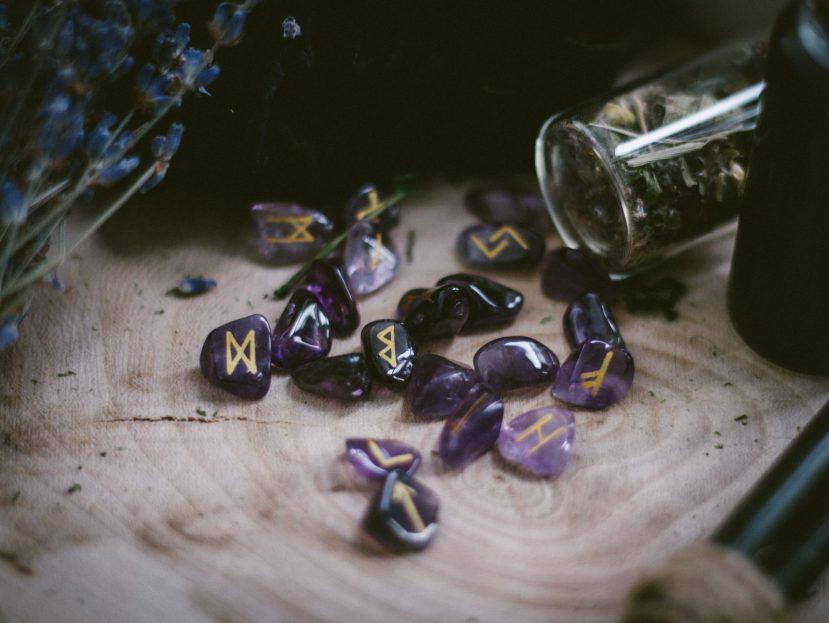 futhark l'alphanet des runes des vikings