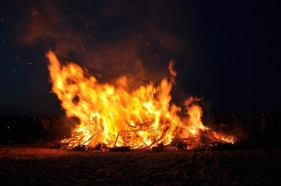 feu-nuit-de-walpurgis