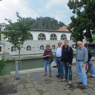 Stredom mesta preteká Ljubljanica.