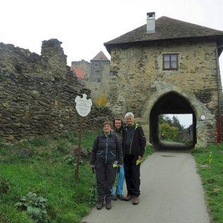 Vchádzame do hradu na prehliadku.