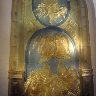 Sklenený bočný oltár.