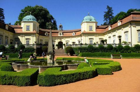 Západná, komplementárna a neprístupná časť zámku, kde sa teraz nachádza administratíva.