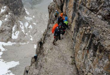 Tak toto sme ešte nezažili. Uprostred dažďa rovno na rebríkoch. Keby ich tam aspoň nebolo neúrekom. Trochu adrenalínu.
