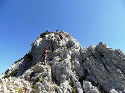 Chodíme hore-dole, samý vrchol dolinka, už si to skôr užívame. Len ten prvý dal zabrať.