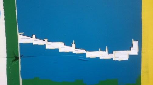Silhuetten af byen tegnes op ved hjælp af en skabelon, delt ud på adskillige A4-ark.