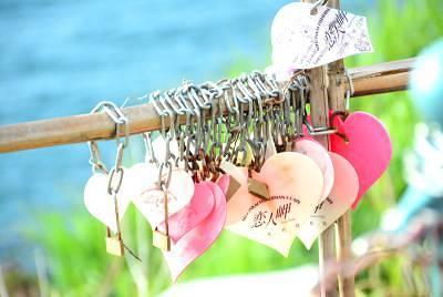 新潟の「恋人岬 」二人の恋に鍵をかけましょう2