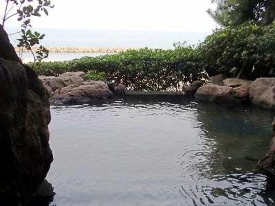 新潟県観光スポット⑥日本百景に入る海岸景勝地「瀬波温泉」