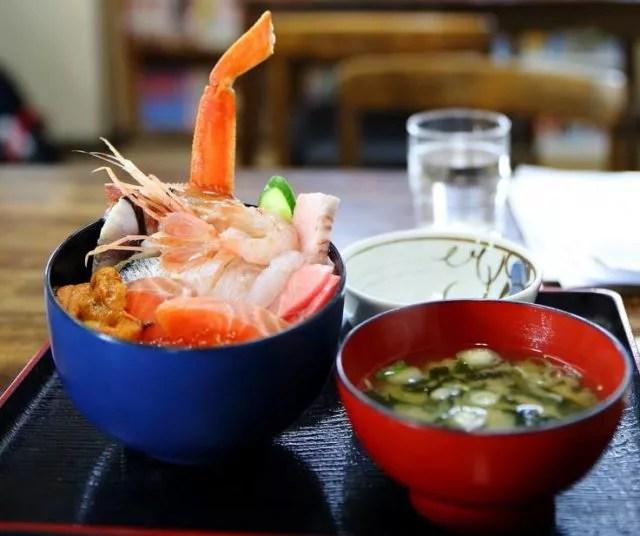 札幌海鮮丼ランキング①市場のはずれの隠れた穴場「食事処 魚屋の台所」