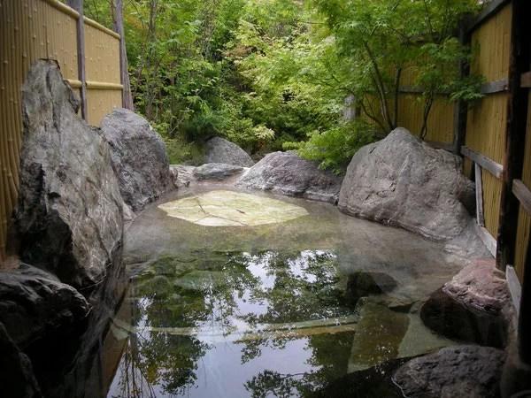 湯布院家族風呂ランキング⑨森の中にある貸切露天風呂!ゆふいん夢ひろば