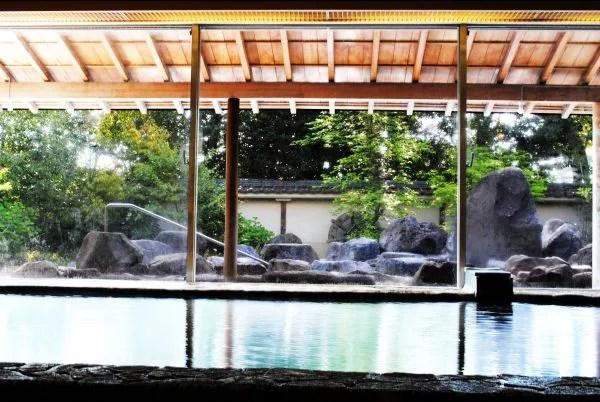 別府日帰り温泉ランキング⑧庭園に咲く桜を見ながらの花見風呂!ホテル別府パストラル