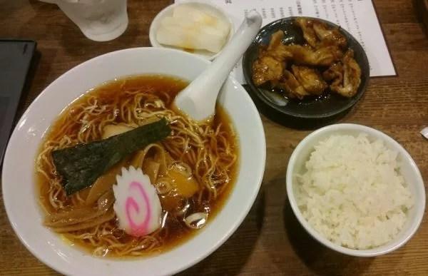 甲府ラーメンランキング⑦ラーメンセット+焼きモツ!「上田屋」