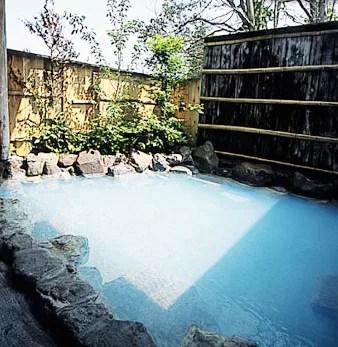 別府家族風呂ランキング⑥日によって変わる温泉の色!慈菜湯宿 粋房おぐら