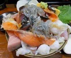 山梨県大盛りデカ盛りグルメ⑨山盛り海鮮メニュー「加賀本店」海鮮丼