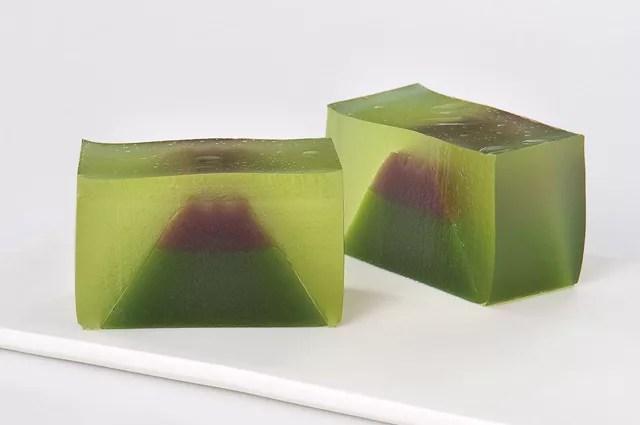 富士山お土産ランキング⑩甲州小梅の酸っぱさが夏の涼にぴったり「富士山羊羹(夏)」(金多留満)