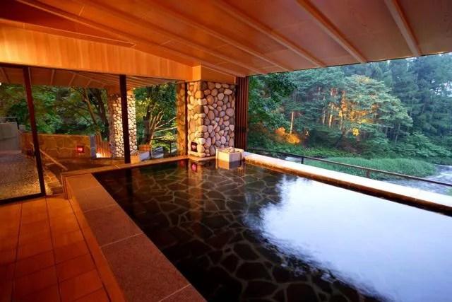 岩手県花巻の日帰り温泉ランキング②たくさんのお風呂と貸切風呂を楽しめる「結びの宿 愛隣館」