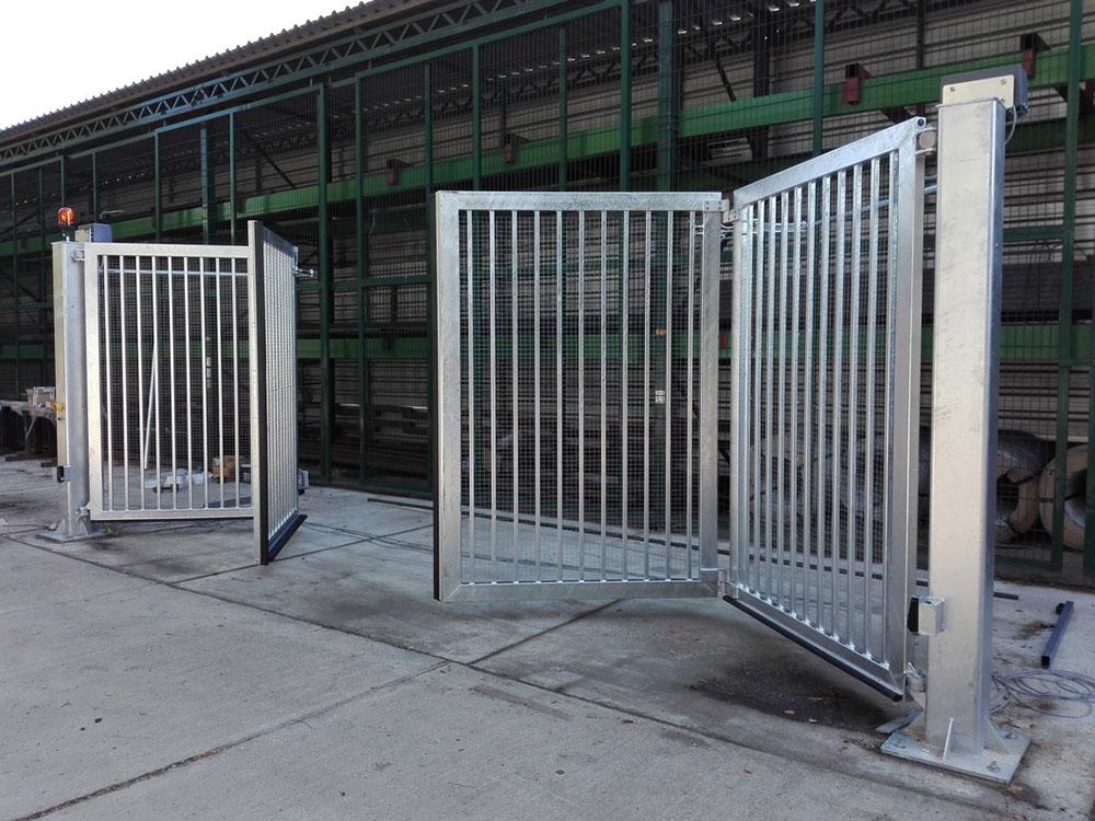 bi-fold-swing-gate-front