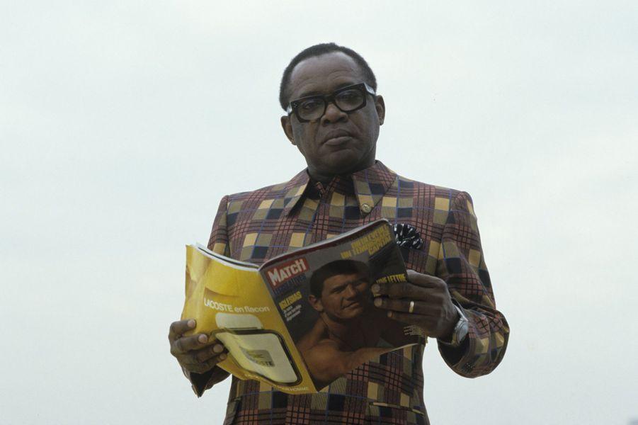 23 ANS APRES  LA MORT DE MOBUTU : « Mobutu ne tombait pas malade ; il était très jaloux et battait sa femme pendant ses crise de jalousie.» Ayo Kayitani , la nourrice de ses enfants du roi du Zaïre.