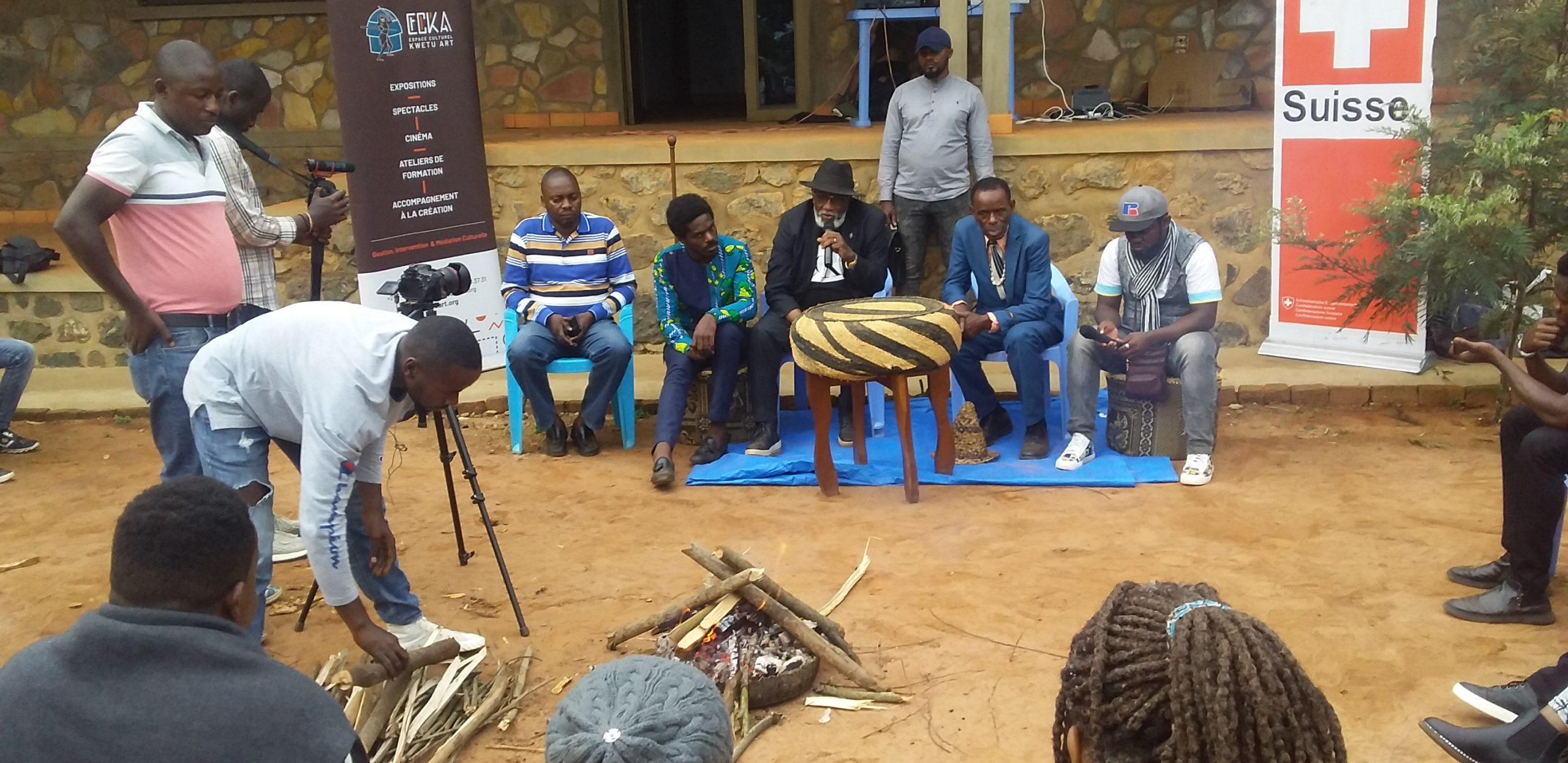 Sud-Kivu/Autour du feu : » Etre fils d'un moyenne gura hope veut dire être model dans une société qui te braque les yeux.» Marcelin CISHAMBO