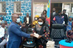 Sud-Kivu : 800 écoles primaires et 692 écoles secondaires bénéficient de kits des préventions contre covid-19.
