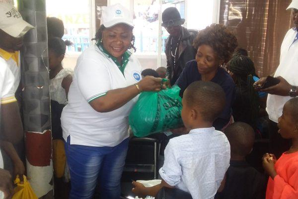 Éruption Nyiragongo : L'organisation BforB paie les frais de voyage de 200 déplacés de Goma.
