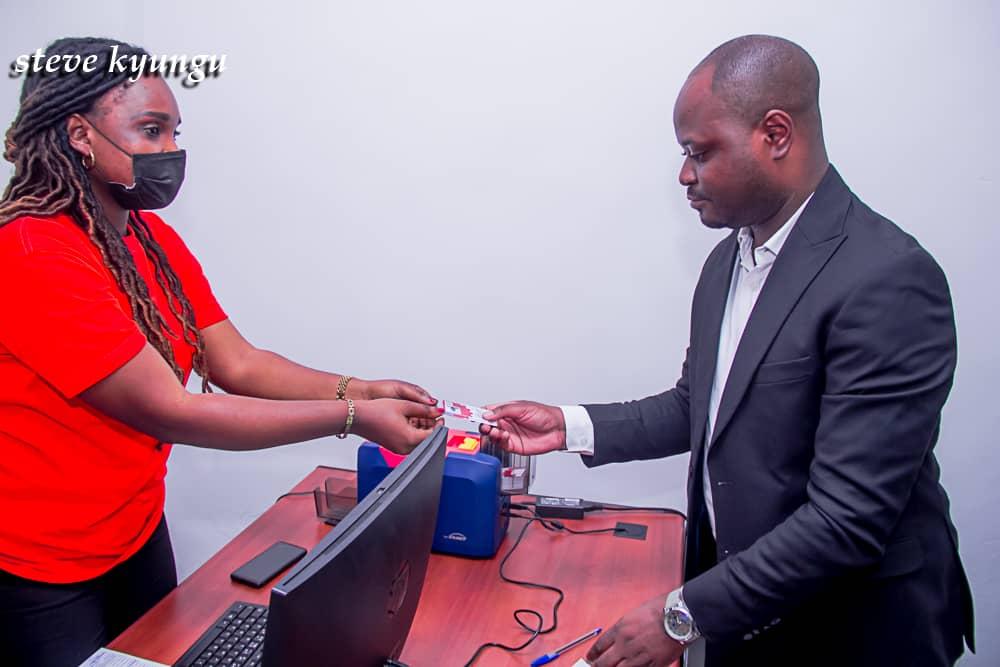 RDC/Politique : Unc de Kamerhe a vendu plusieurs cartes biométriques à ses membres à plus de 1000 $ la carte.