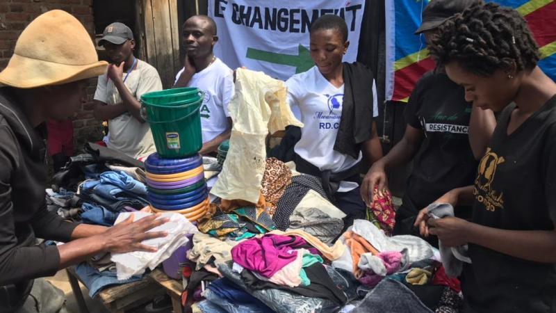 Déplacés de Goma à Kalehe : Un consortium des asbl et mouvements citoyens du sud-kivu distribue à son tour l'aide aux déplacés.