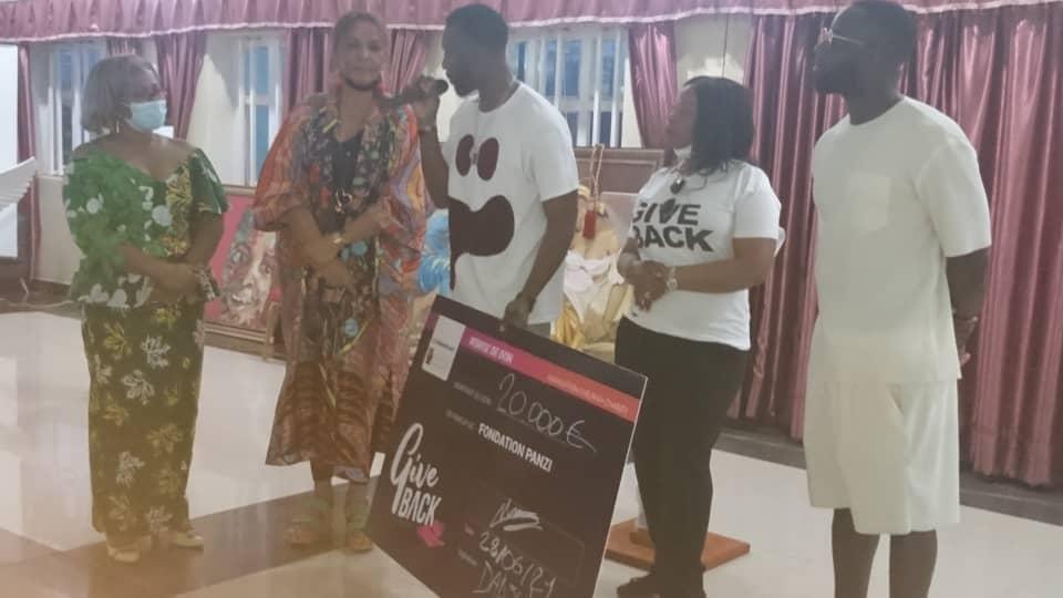 BUKAVU : L'artiste musicien DADJU fait un chèque de 20 000 euros aux survivantes de violences sexuelles de la fondation PANZI.