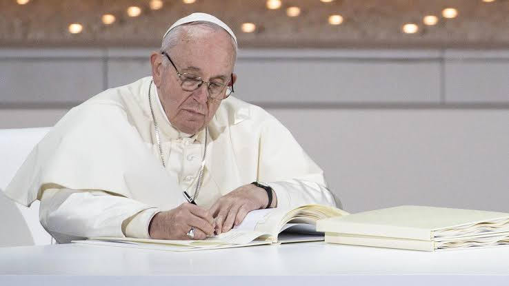 Monde : Le Pape François ordonne la reforme du droit canonique en matière des sanctions.