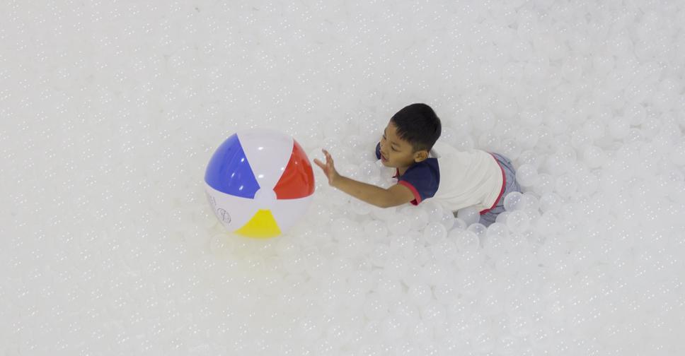 С 18 мая по 18 июня в Бангкоке проходит интерактивная инсталляция The Beach с 1 миллионом пластиковых шариков
