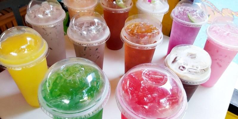 【泰國美食】科普泰國路邊攤飲料:泰式奶茶、冰咖啡、粉紅奶、蝶豆花...等等,百百款五顏六色飲料任君挑,讓泰國的繽紛在你口中跳躍