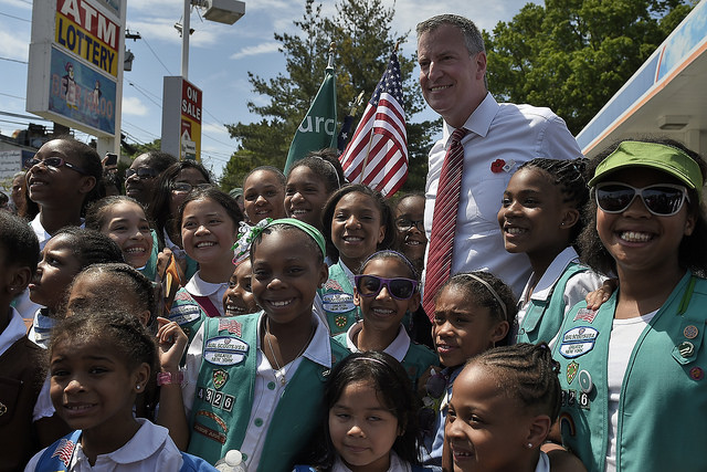 Mayor Bill de Blasio marches in the Little Neck Douglaston Memorial Day Parade on Monday, May 26, 2014. Credit: Diana Robinson for the Office of Mayor Bill de Blasio