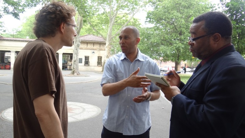 """Congressman Hakeem Jeffries (D-8) meets with a Bed-Stuy resident during his """"Congress on the Corner"""" series"""