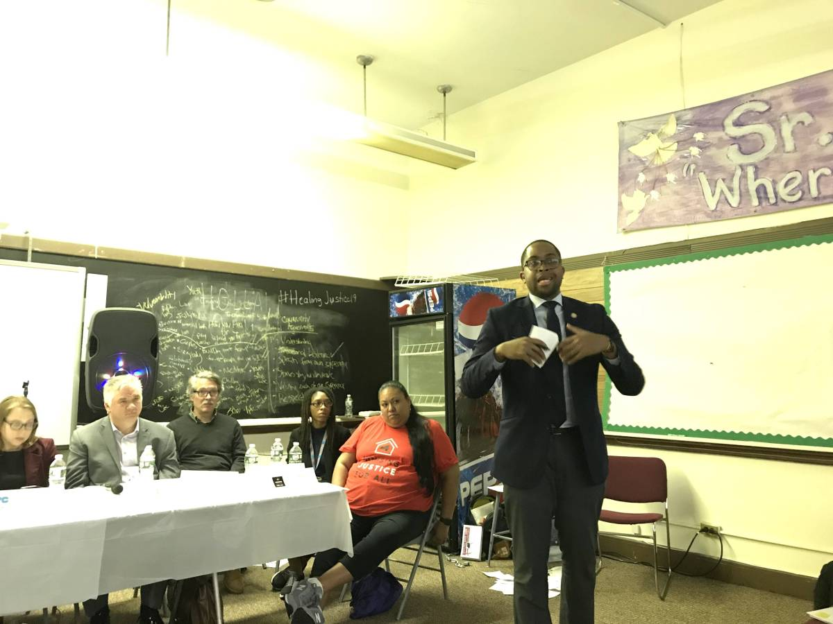Senator Myrie hosted a housing forum with representatives from various city and state agencies, as well as housing advocacy groups.