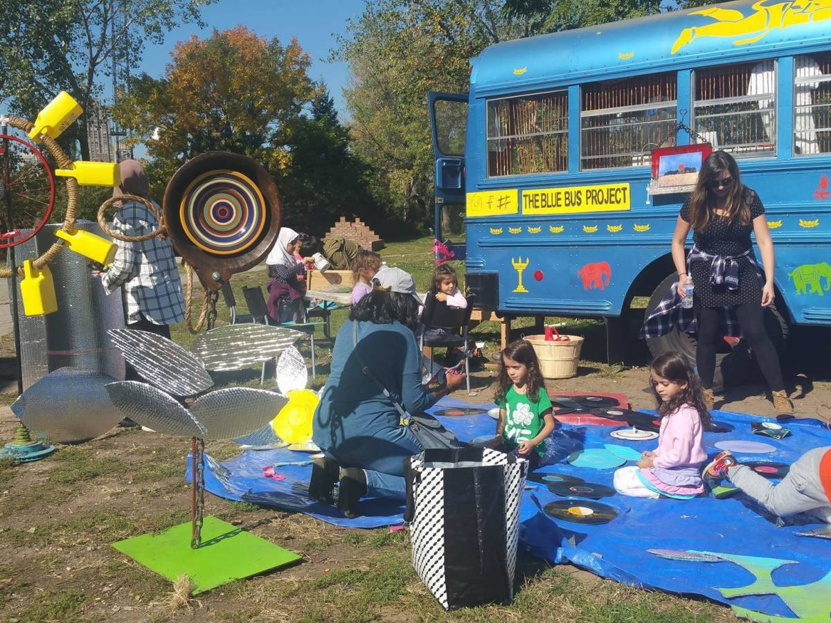 An afternoon of creativity awaits East Brooklynites when the Blue Bus Project, a mobile art gallery, is making at stop in Highland Park on Wednesday, July 24.