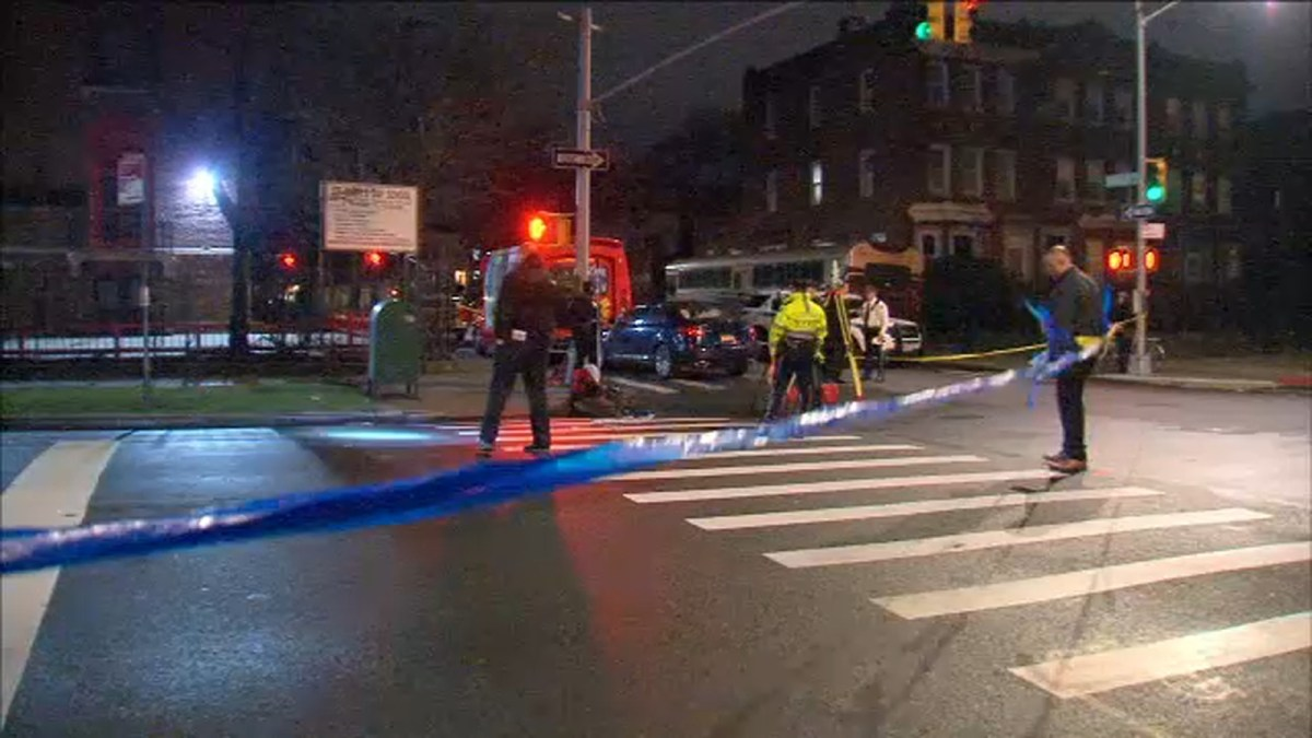 Bicyclist struck, injured by off-duty NYPD officer in Brooklyn: Sources