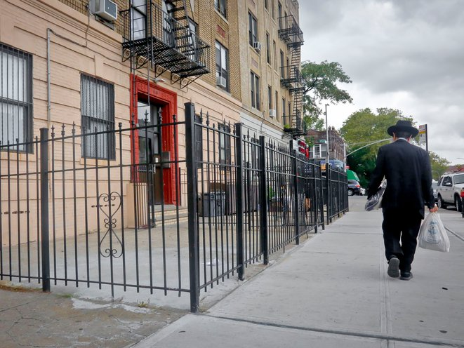 """City Health Officials Issue """"All Hands On Deck"""" Plea To Crown Heights Hasidic Community"""