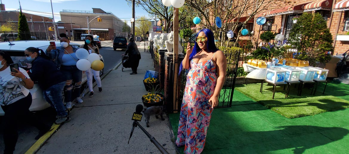 DRIVE-BY BABY SHOWER: Brooklyn 911 dispatcher gets surprise from family, friends during pandemic