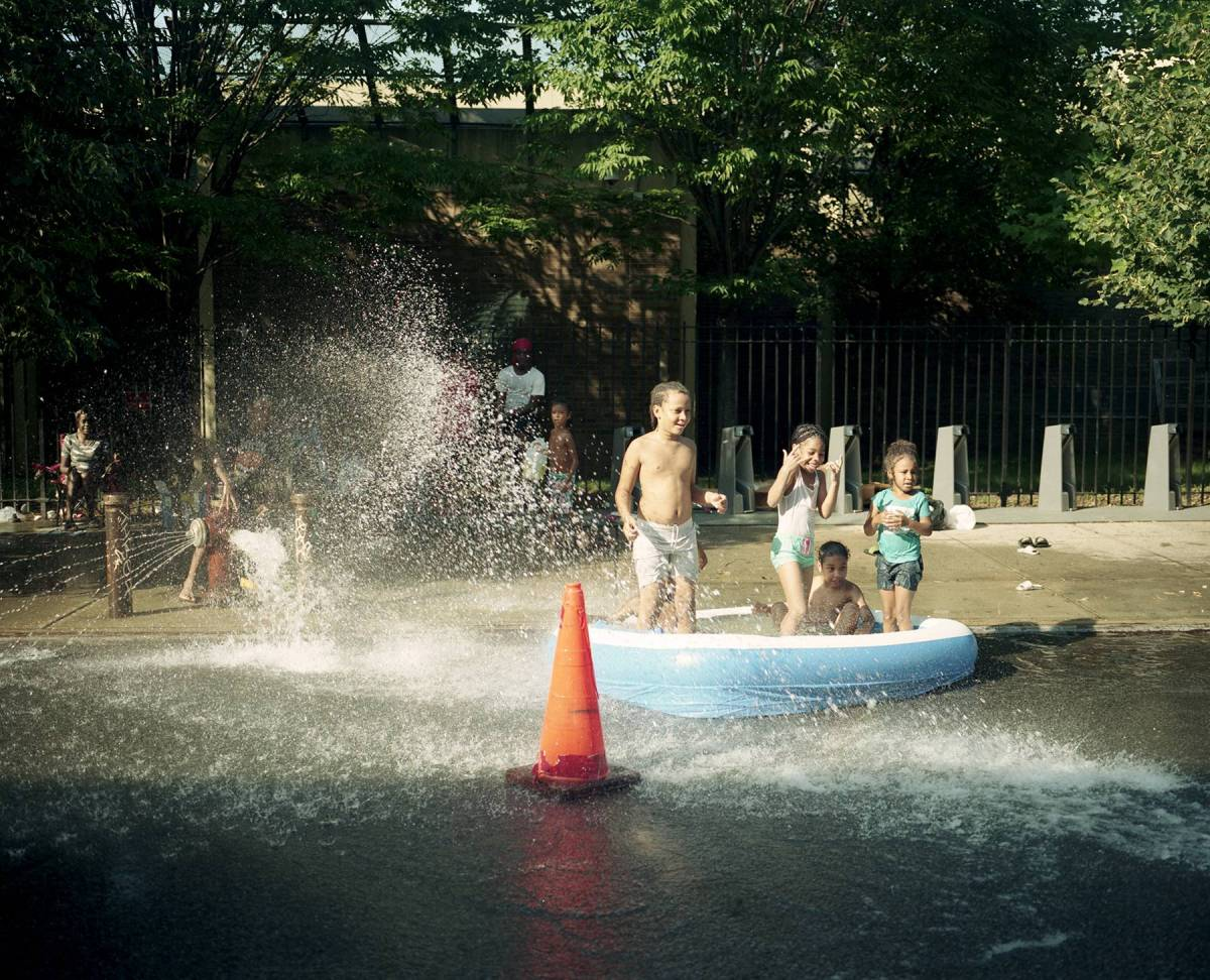 Brooklyn residents cool off on the streets. Photo: Mateo Ruiz Gonzalez for BK Reader.
