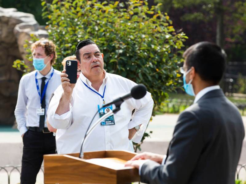 Anti-maskers protesters cause health officials' press conference in Brooklyn to be cut short