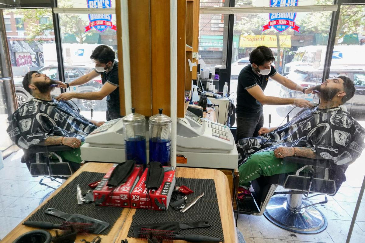 New York trims law banning barbers from cutting hair on Sundays