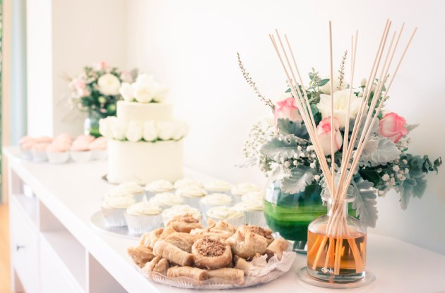 wedding ceremony detailed shot of snack cake and decoration in a Australia home wedding