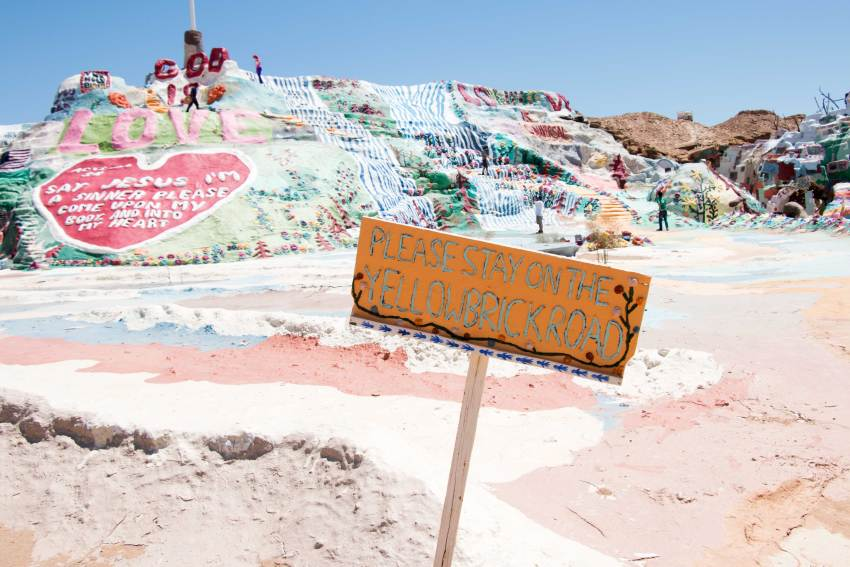 weekend-roadtrip-salvation-mountain-08