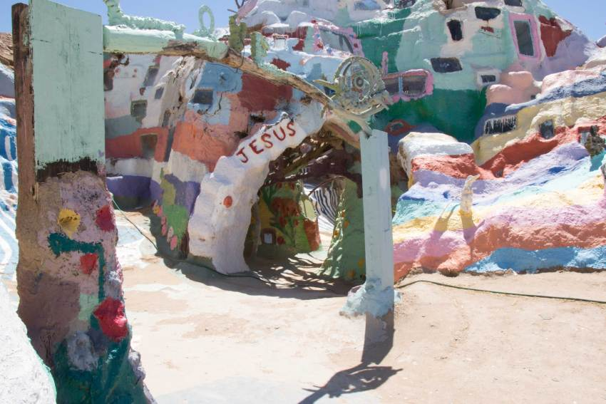 weekend-roadtrip-salvation-mountain-11