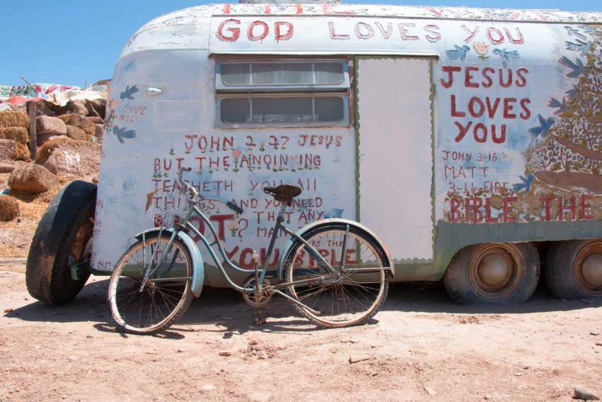 weekend-roadtrip-salvation-mountain-15