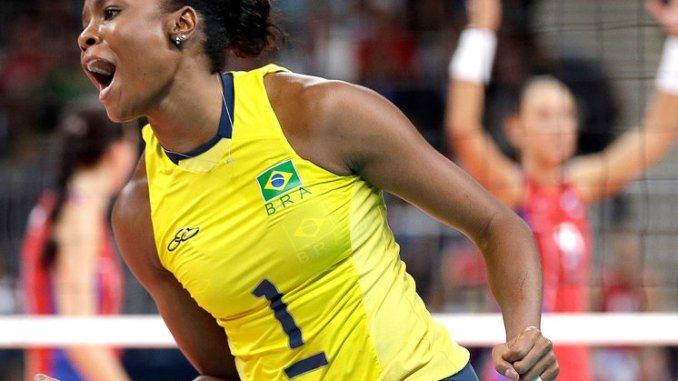 capitc3a3 da selec3a7c3a3o brasileira fabiana comemora ponto do brasil na vitc3b3ria sofrida contra a rc3bassia