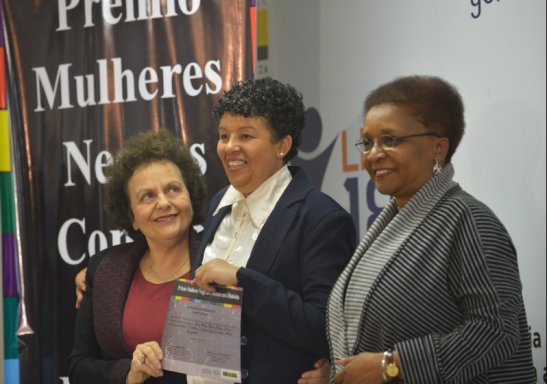 Winner Glória Maria Gomes Chagas Sebaje, center, poses with ministers