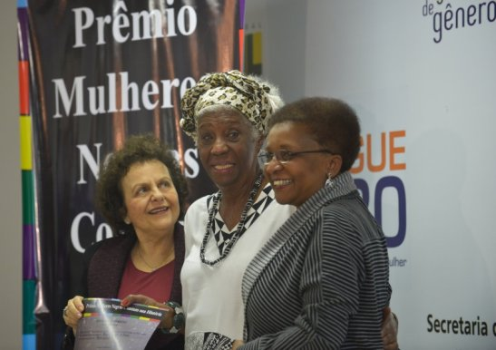 Winner Raquel Trindade de Souza poses with ministers