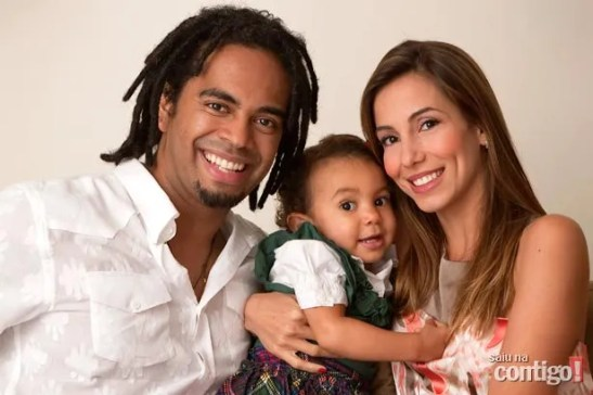 Musician Jair Oliveira with wife Tania Khalill and child