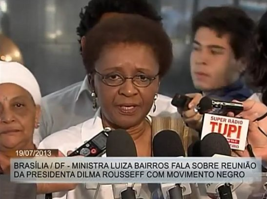Luiza Bairros of SEPPIR speaks to the press after a meeting between factions of the Movimento Negro and President Dilma Rouseff in Brasília