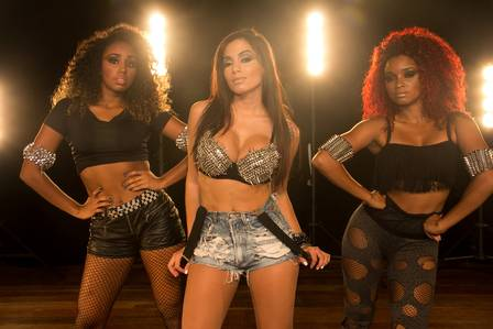 Anitta with two of her dancers